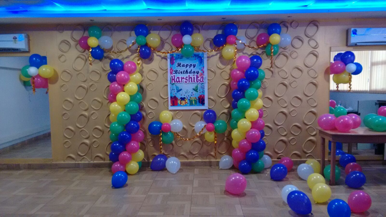 Simple birthday party balloon decoration for Balloon decoration ideas for birthdays