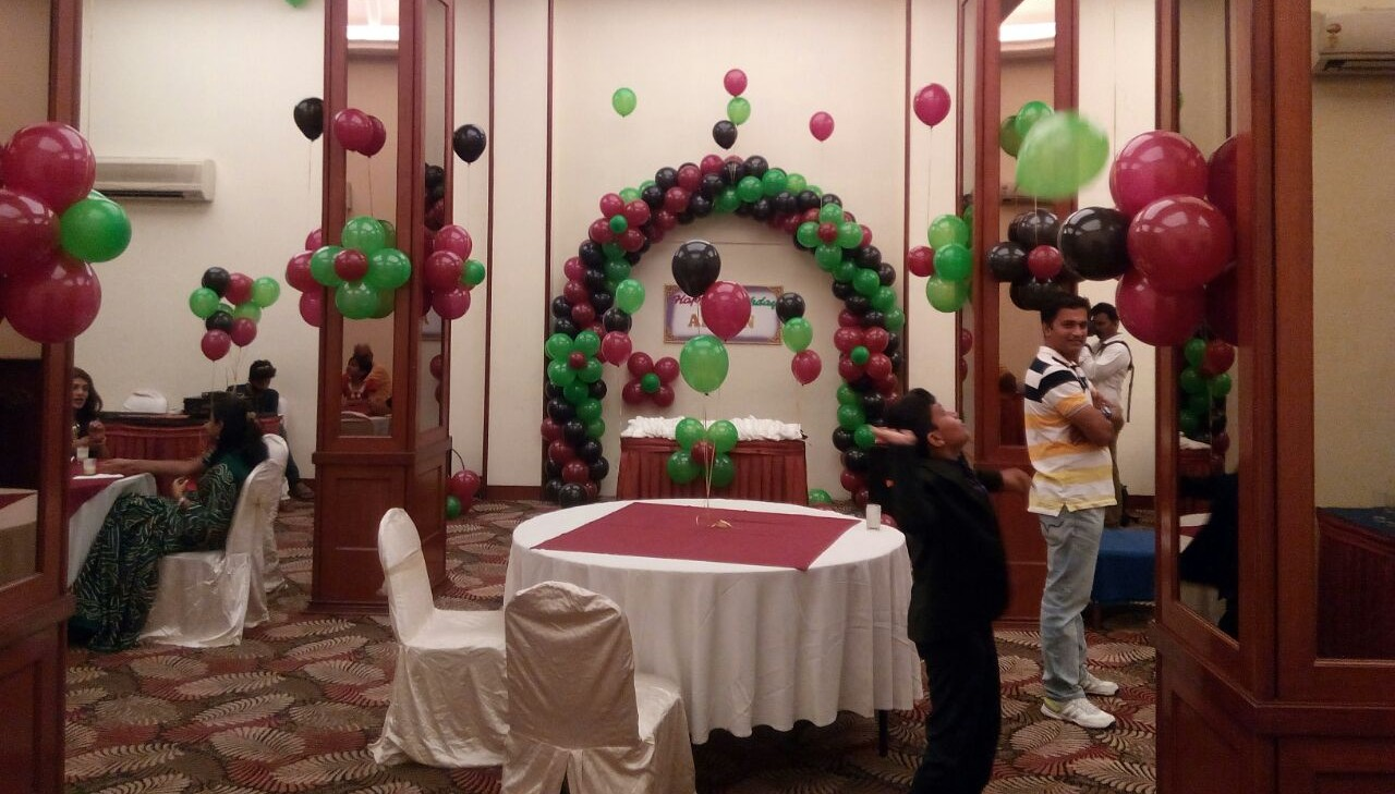 simple balloon decoration bangalore