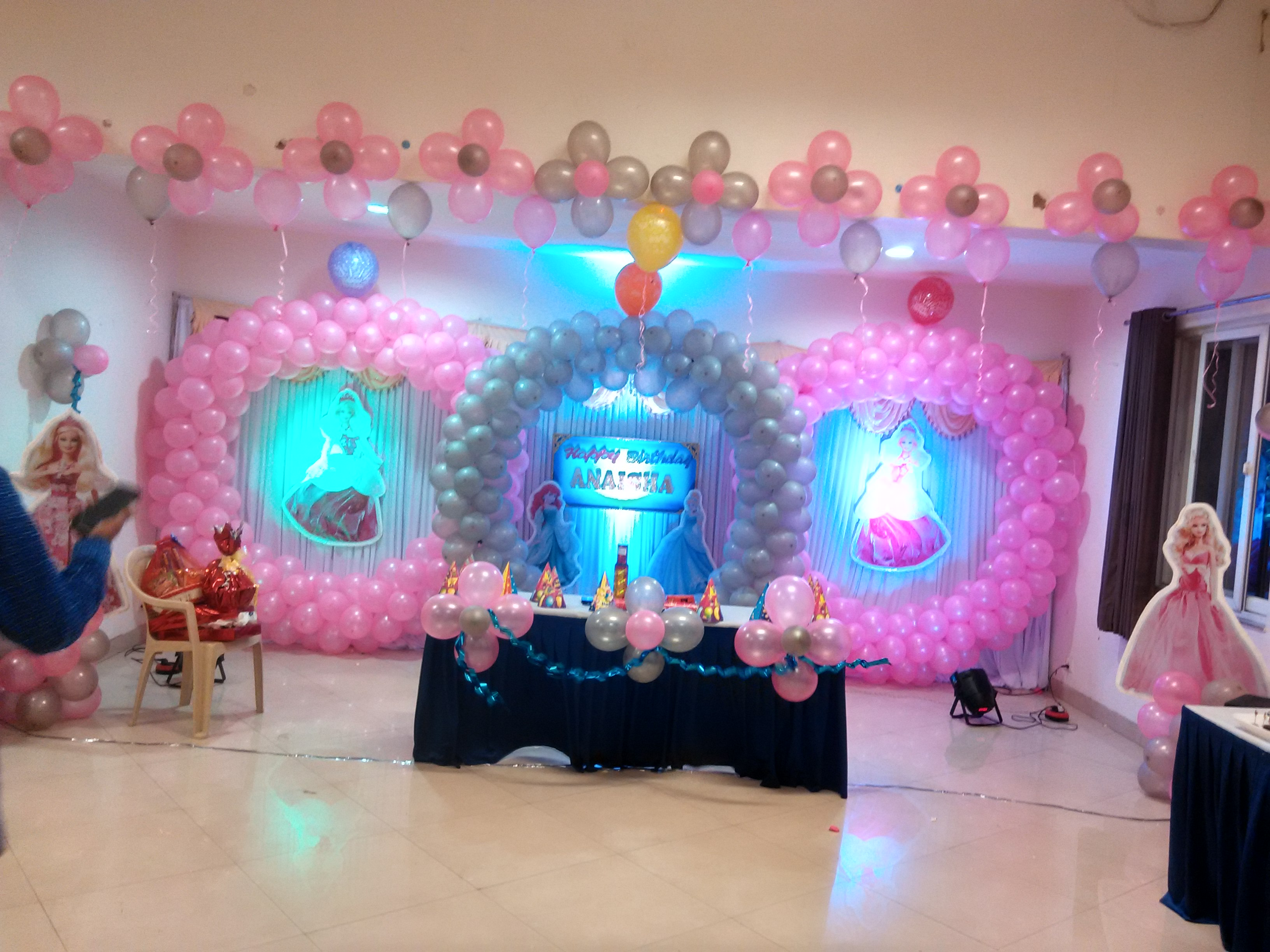 Circles theme girls birthday decoration bangalore for Balloon decoration for birthday party