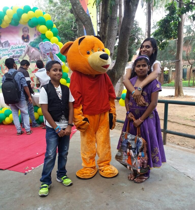 Live Cartoon Character For Birthday Parties Best Birthday Party Organisers Balloon Decorators Birthday Party Caterers In Bangalore